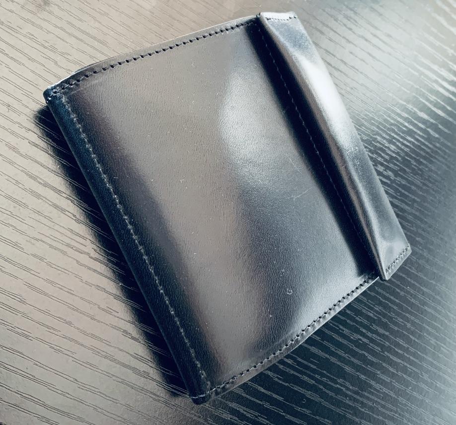 アブラサス薄い財布ローランドモデルの写真(右上からの写真)