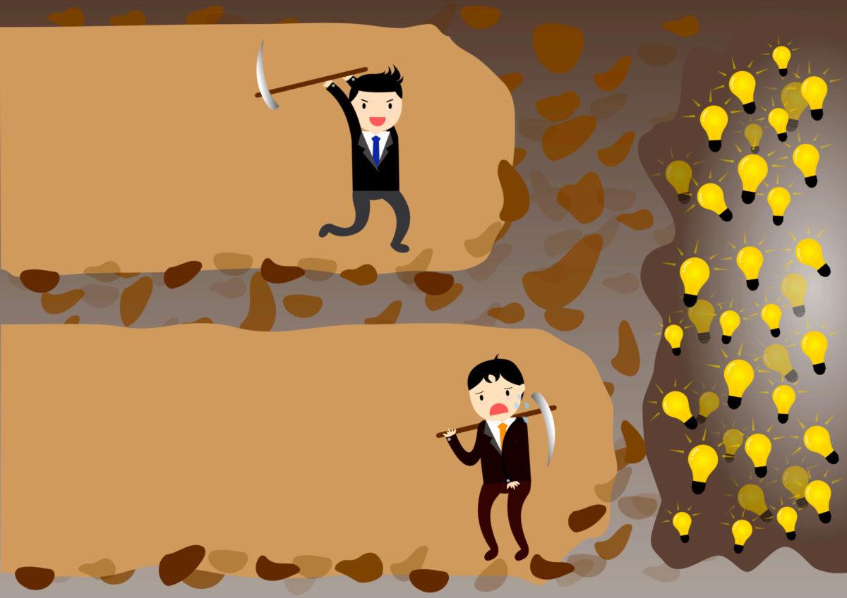 見えない金塊を前にあと一歩で諦める人を、続ける人の対比写真