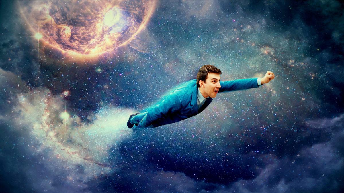 宇宙をロケットのように飛ぶ男の写真